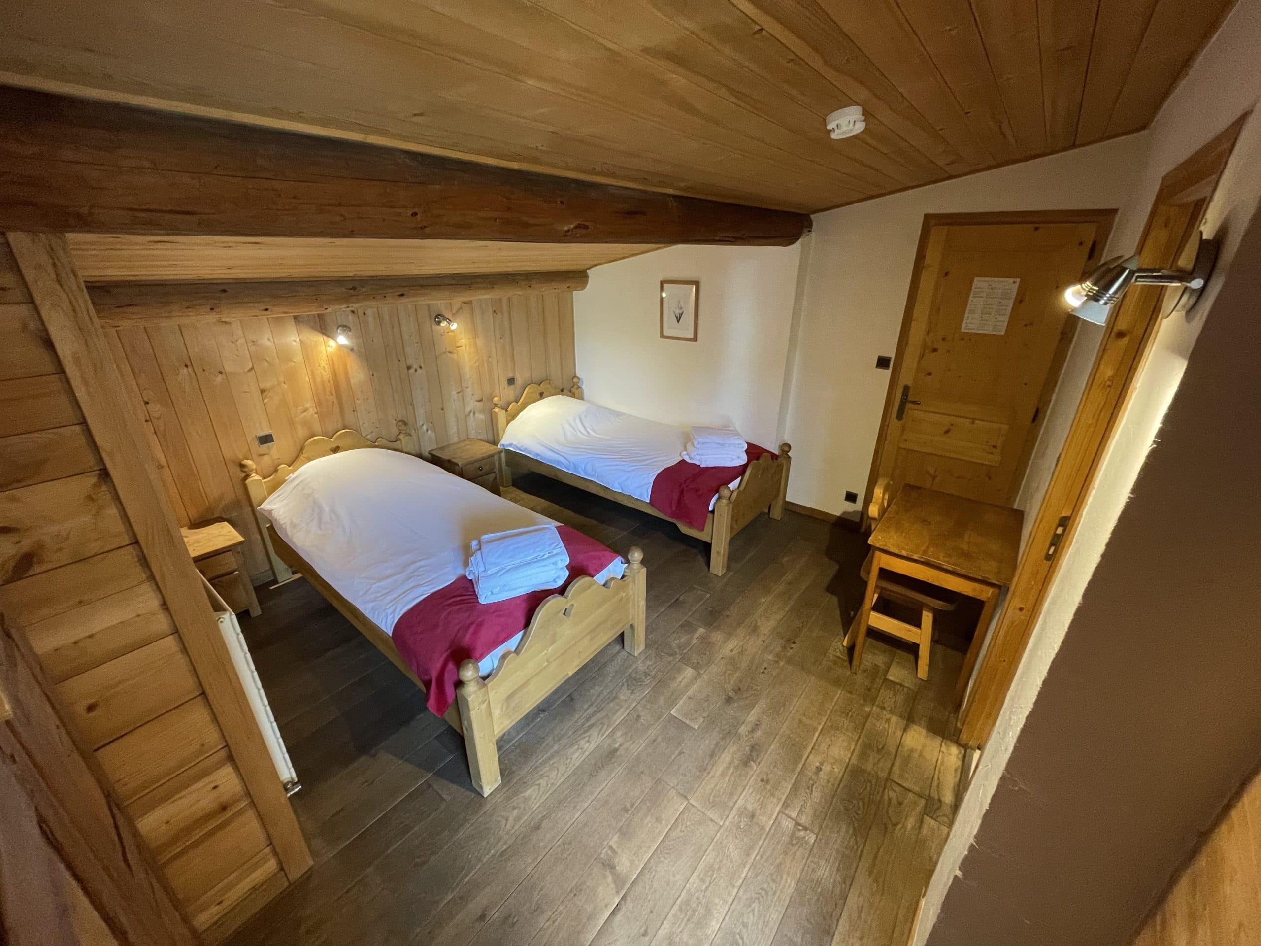 Chambre spacieuses et fonctionnelles dans ce chalet de location en Haute-Savoie